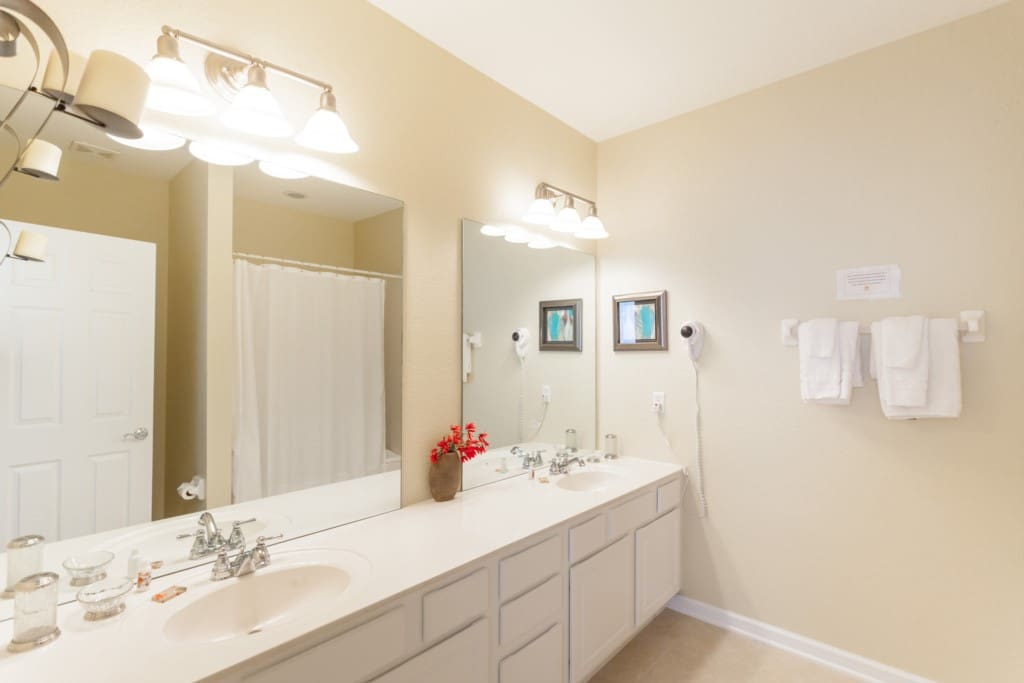Indoors,Room,Bathroom,Lighting,Light Fixture