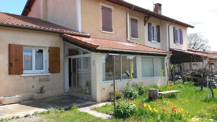 Maison mitoyenne de 75 m2 avec jardin de 350m²