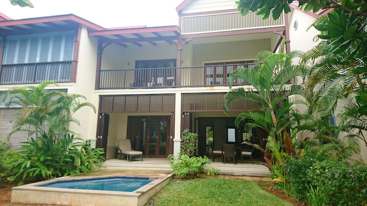 House with 3 bedrooms in Mahé, with wonderful sea view, private pool and enclosed garden - 100 m from the beach