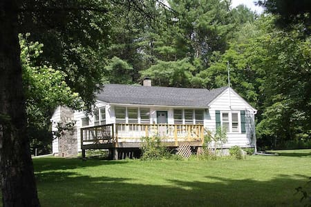 Sunny country home near Bethel Arts - Bethel - Casa