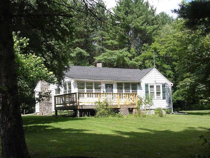 Sunny, quiet, country home near Bethel Arts