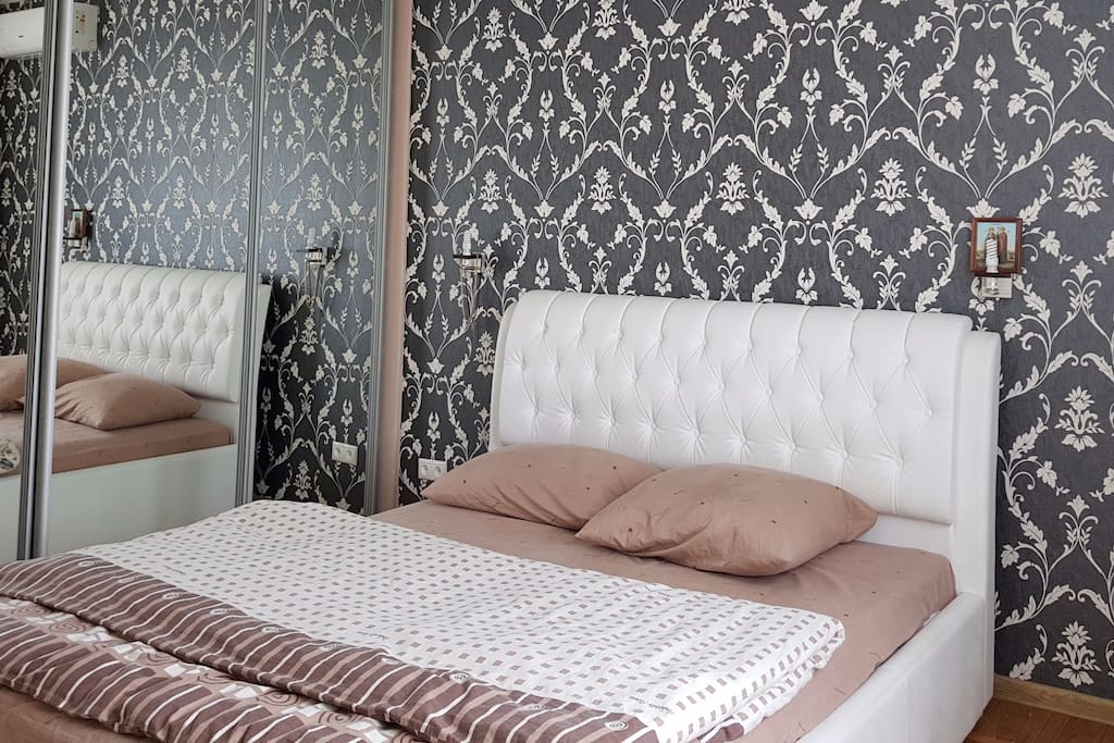 Удобная двухспальная кровать