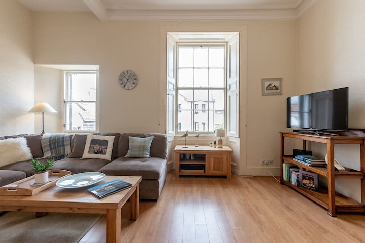 Airy, very central flat with parking!