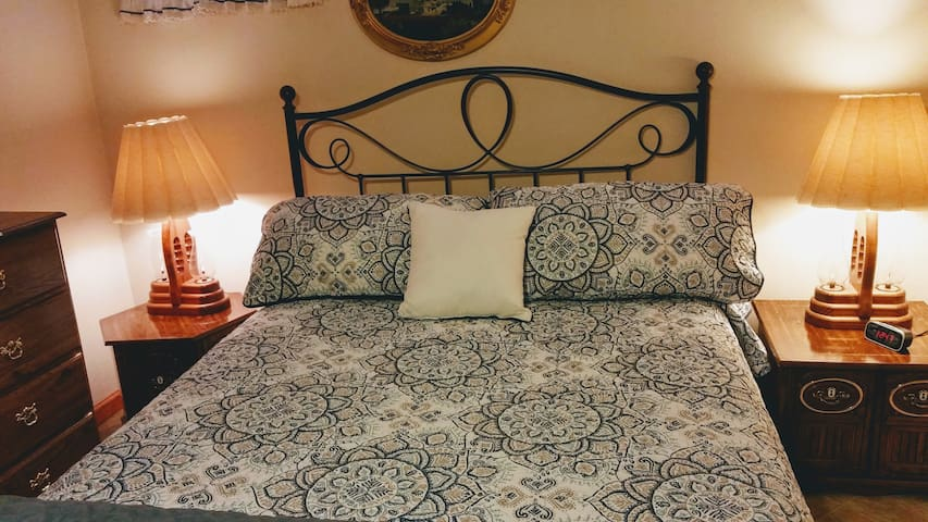Comfortable Queen bed with fresh linens for every guest!!