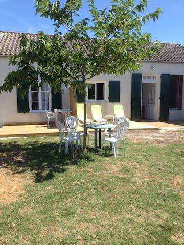Appartement dans maison typique oleronnaise+jardin