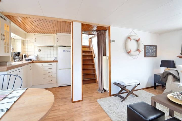 2 Bedroom HOUSEBOAT | CITY CENTER