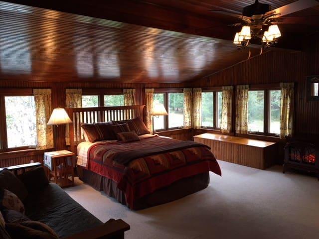 Adirondack In-Town Retreat/Room 1