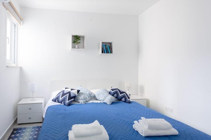 F6.2 Habitación 1 cama doble baño compartido