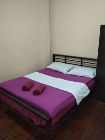 Basic room central location
