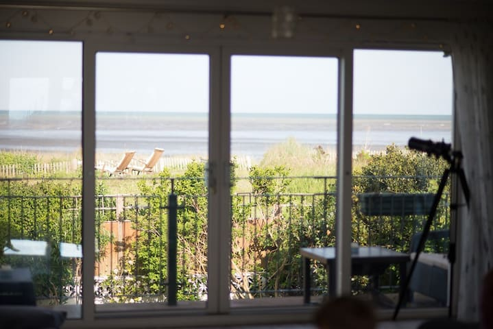 Dunes View, Beach House with Sea view and Hot Tub - Greatstone