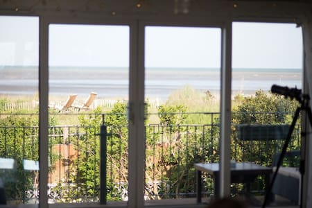 Dunes View, Beach House with Sea view and Hot Tub - Greatstone - Huis