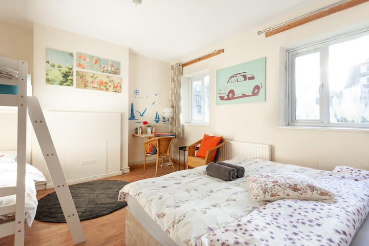 MASSIVE ROOM IN SHOREDITCH / OLD STREET