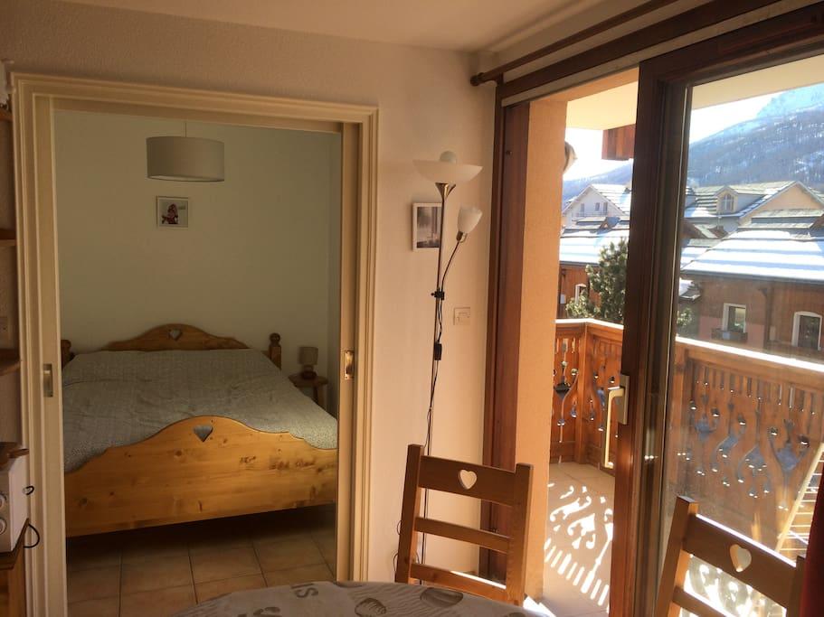 Le balcon et la chambre