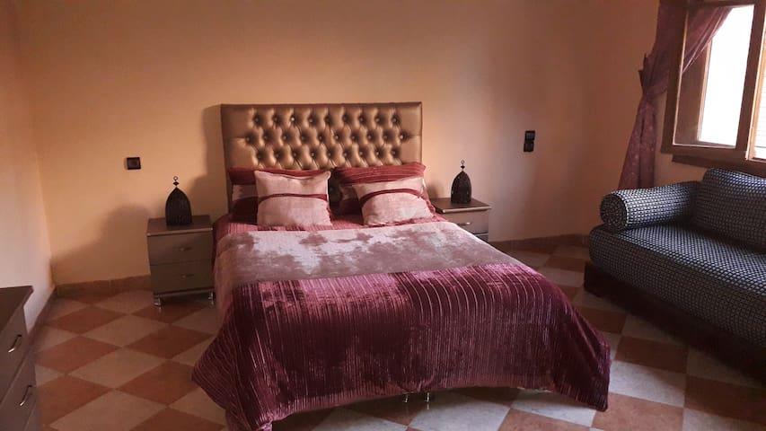 private suite in a calme villa with garden