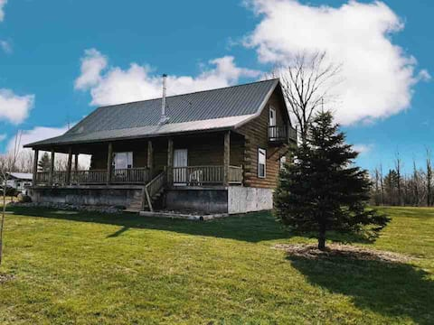 Quiet and peaceful cabin on the edge of Tug Hill