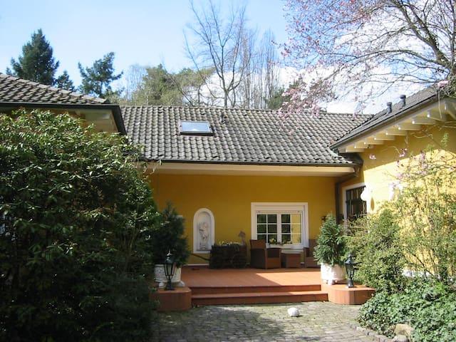 Relax Oase direkt am Naturschutzgebiet - Bornheim - Villa