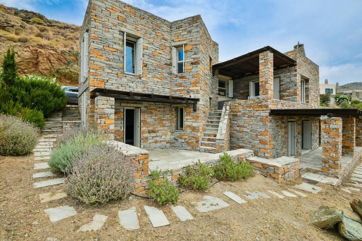 Amazing Villa with 3 bedrooms next to Otzias