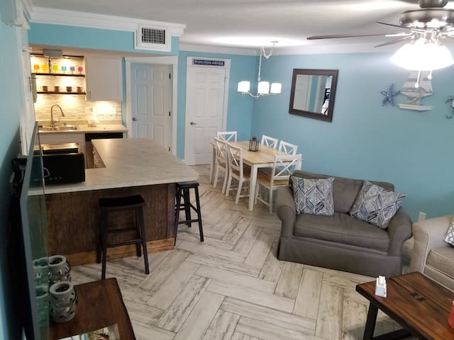 Booking Summer Fun! 3 Bedroom/2.5 Bath Townhouse