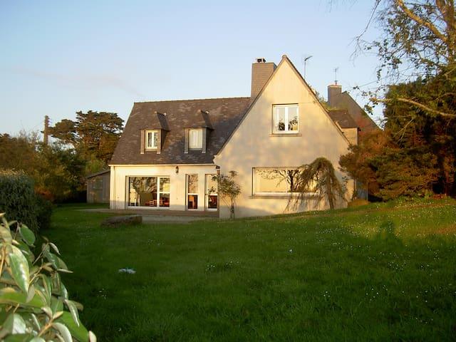 Maison familiale à Port-Blanc, vue sur mer - Penvénan - Huis