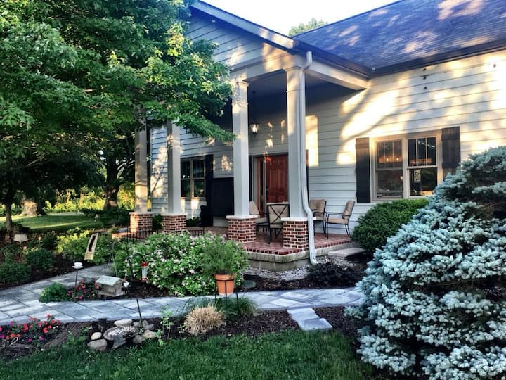 2 Queen beds suite, spacious farm home near Purdue