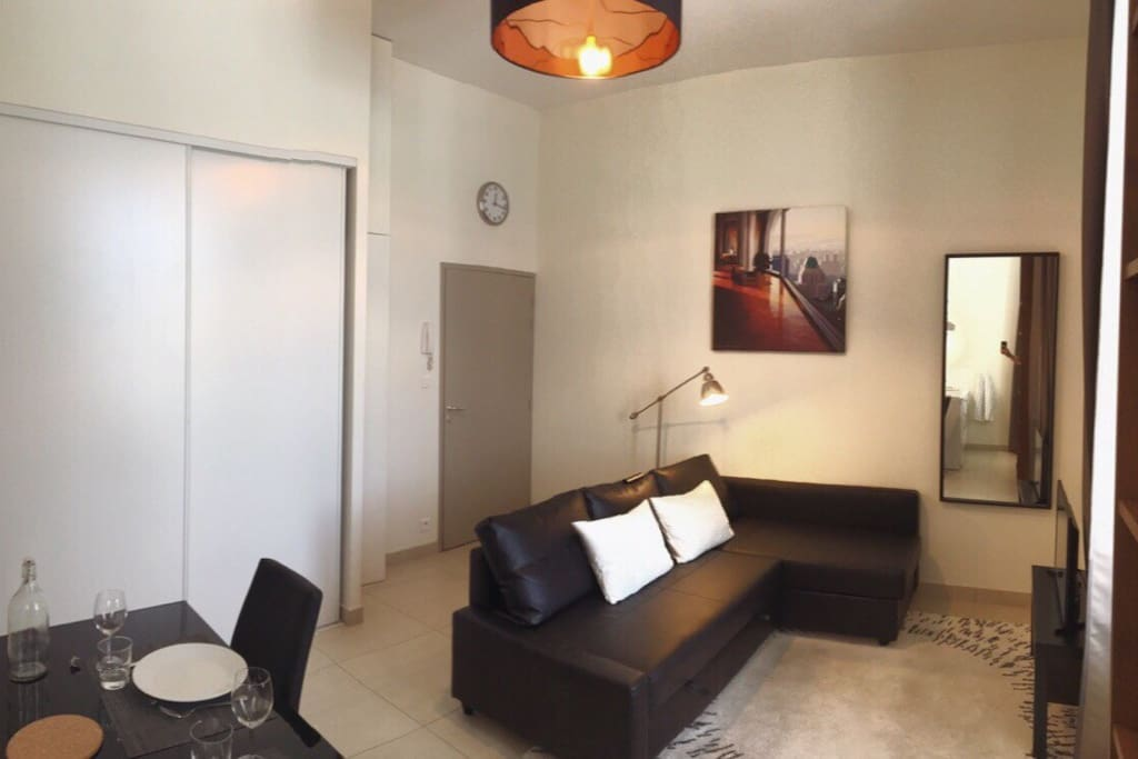Tr s beau studio 22m2 bordeaux appartements louer for Logement studio bordeaux