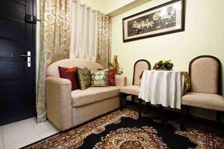 Accessible & Cozy Condotel at Royal Palm Villa