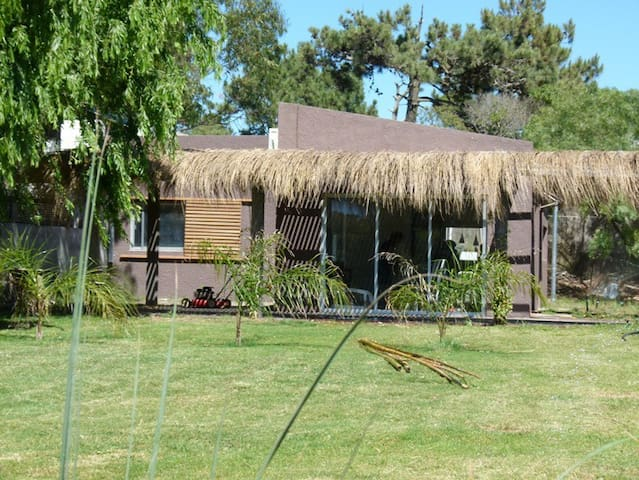 Excelente casa a 300 mts. bikini - La Barra - Casa