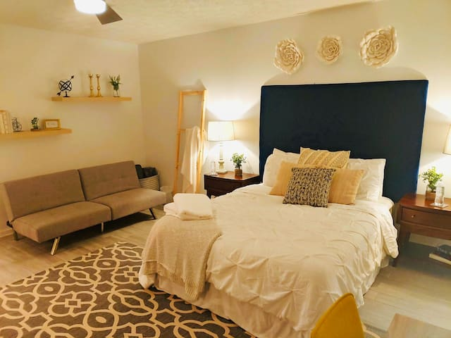 Cozy Auburn Private Guest Suite