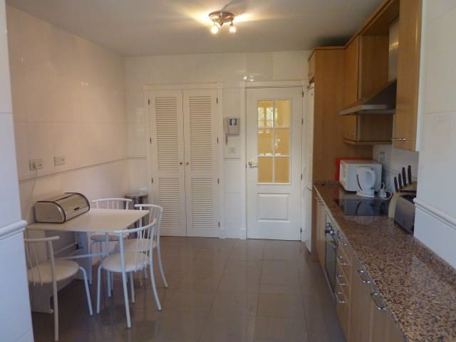 3 Bedroom apartment with easy access to the pool !