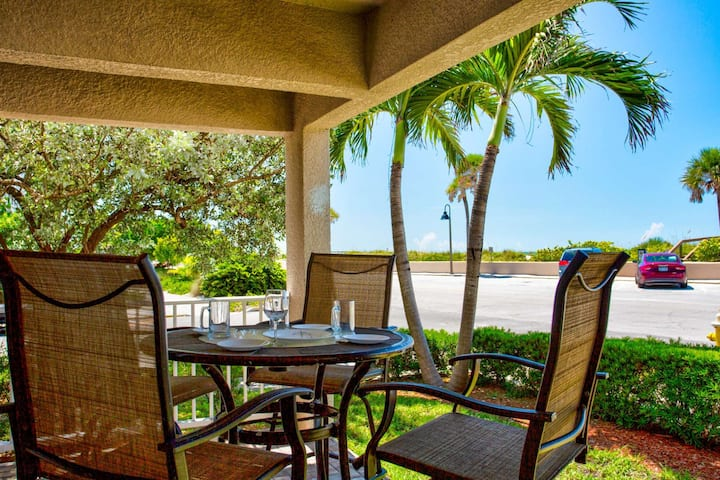 Spacious Corner Unit on Pass-A-Grille Beach. Heated Pool. Enjoy the Best the Area has to Offer!