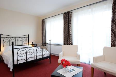 Ferienzimmer im Haus am Teich - Krakow am See OT Groß Grabow - Casa