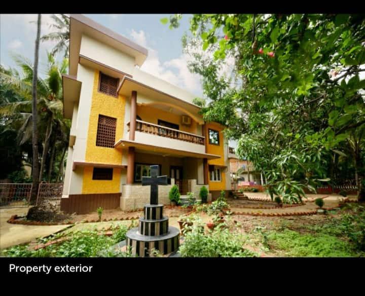 Rose Villa  (Village Home Stay close to Calangute)