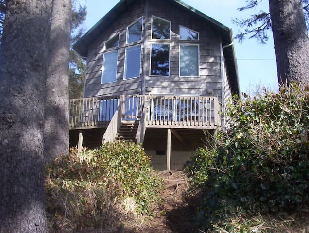 Agate Beach-Family Friendly Home with Beach Access