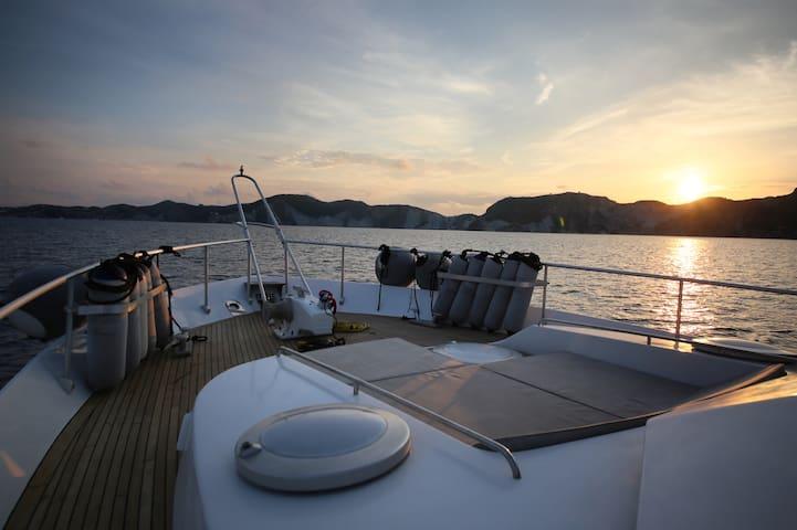 The Yachting Life: Sizigia charter yacht 22metri