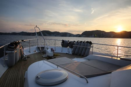 The Yachting Life: Sizigia charter yacht 22metri