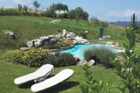 Il Nocciolo_Agriturismo Campo del Pillo - Castelnovo Ne' Monti - บ้าน
