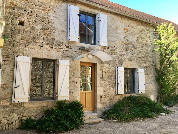 Maison individuelle, dans petit village calme.