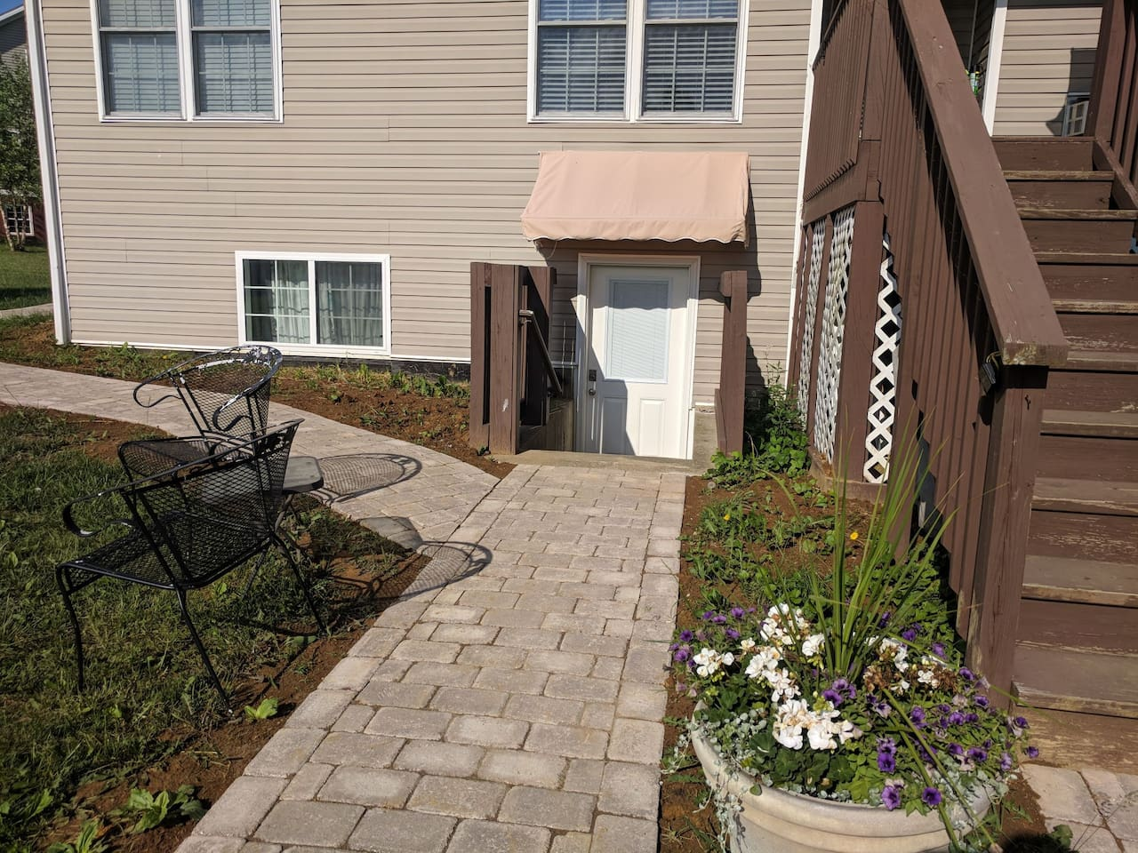 5 concrete steps down to your private unit.