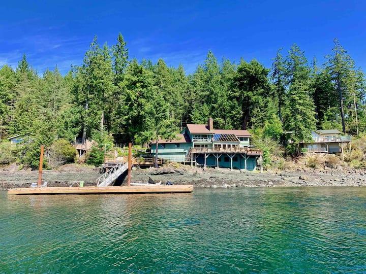 Private Beach House & Dock, Quadra Island