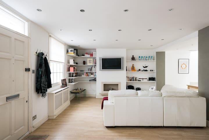 Stylish 2BR Mews House Just Off Portobello Road - Londres - Casa