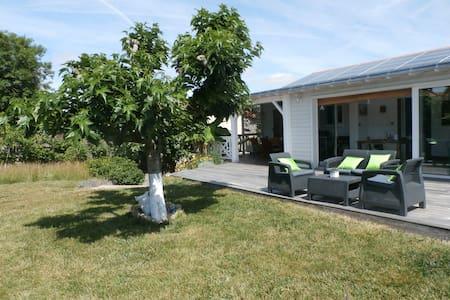 Puy du Fou_Colonial Guesthouse - Mortagne-sur-Sèvre - Bed & Breakfast