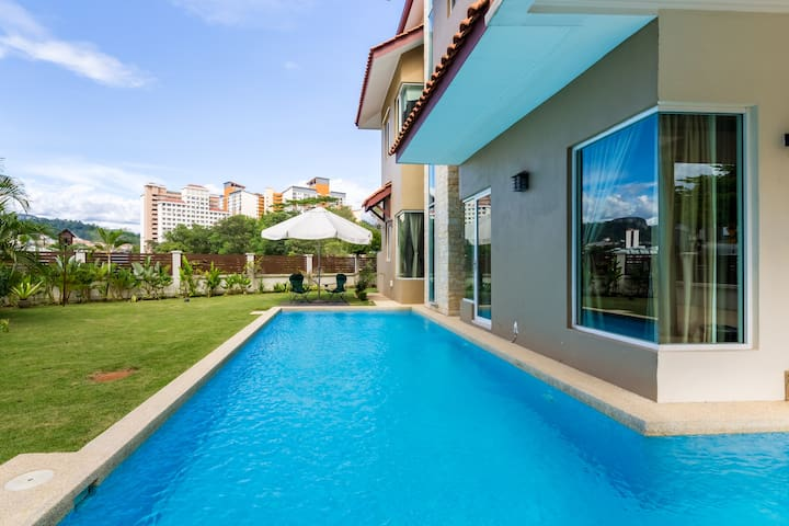 A suburban gem with a private pool! - Ampang - Huis