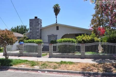 Single bed C in a shared room - Pomona