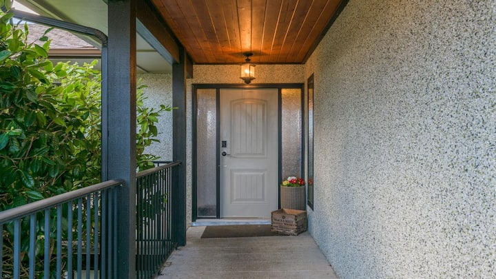 Cozy Private Space in Comox