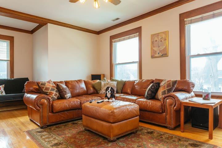 Bright and sunny 6-rm. apartment - Evanston - Leilighet