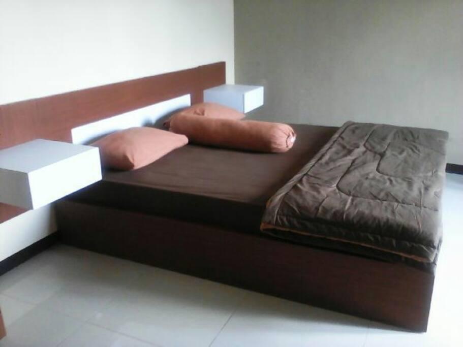 Tempat tidur besar