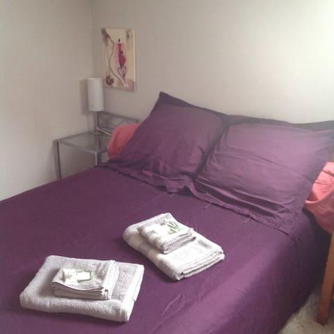 Jolie chambre chez l'habitant avec bureau - Pluvigner - Bed & Breakfast