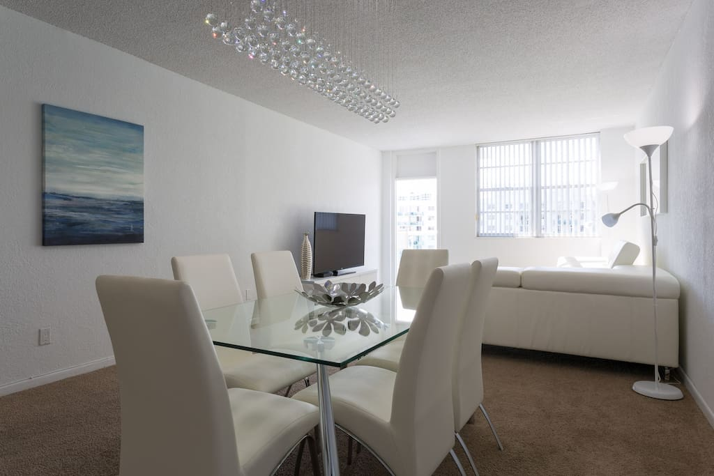 Super luminous and fully furnished unit!