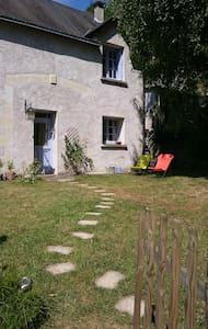 la maison bleue d'Isabelle, sun garden and terrace - Nazelles-Négron