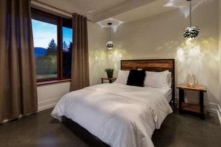 The View Guest House Inc. - Revelstoke - Bed & Breakfast